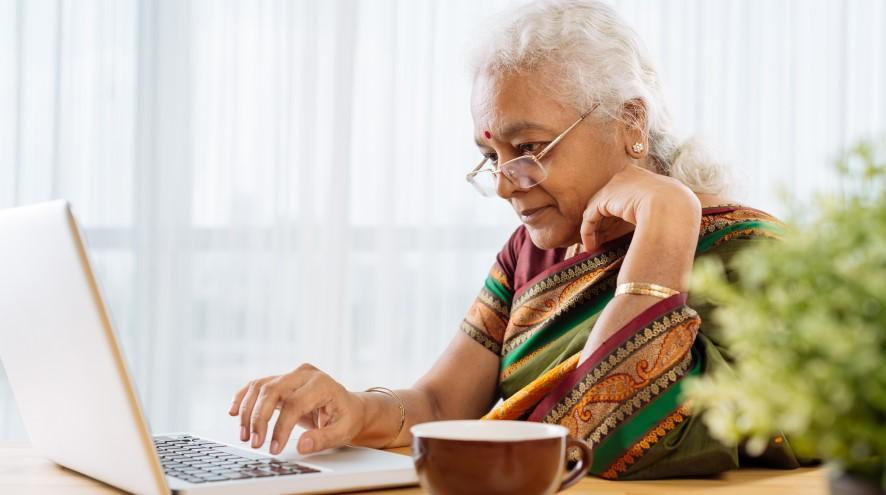 Senior woman on laptop.
